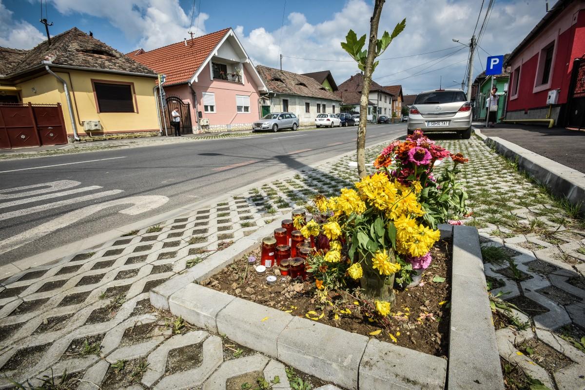 Petiție pentru montarea de semafoare în intersecția în care a murit copilul de opt ani | Foto