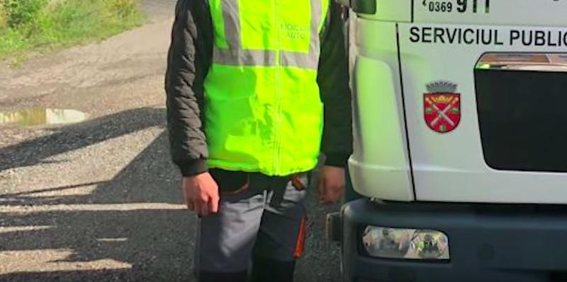 Angajații Poliției Locale se plâng că trebuie să folosească vara echipamentul de iarnă