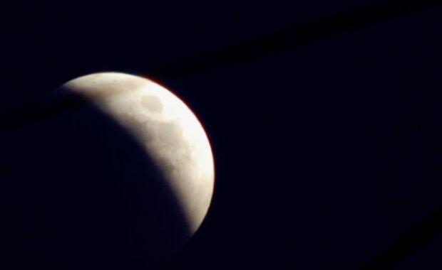 1954.Eclipsă totală de lună