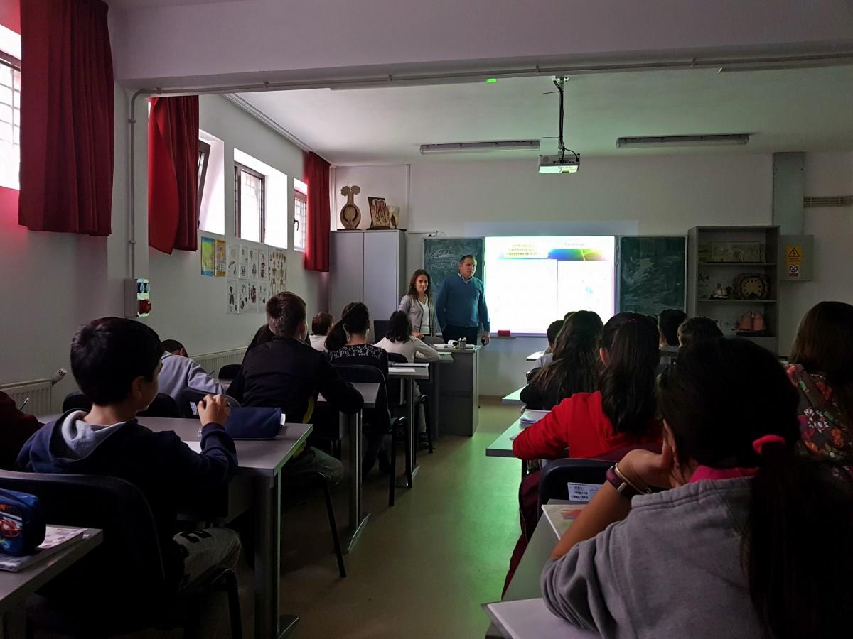 Urmările investițiilor în două dintre cele mai aglomerate școli din Sibiu. Alte condiții, aceeași înghesuială