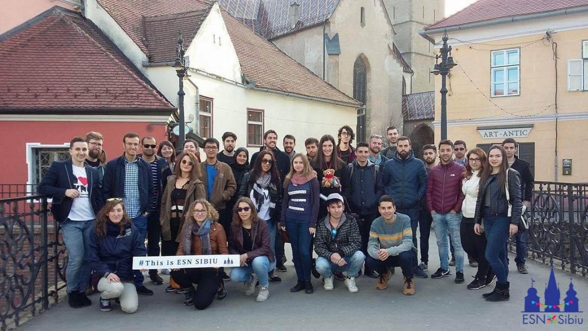 Primele experiențe ale studenților străini la Sibiu: bowling și turul orașului