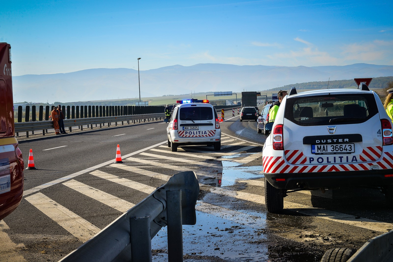 Un șofer a adormit la volan și s-a răsturnat cuTIR-ulpe A1 Sibiu-Deva. Trafic îngreunat
