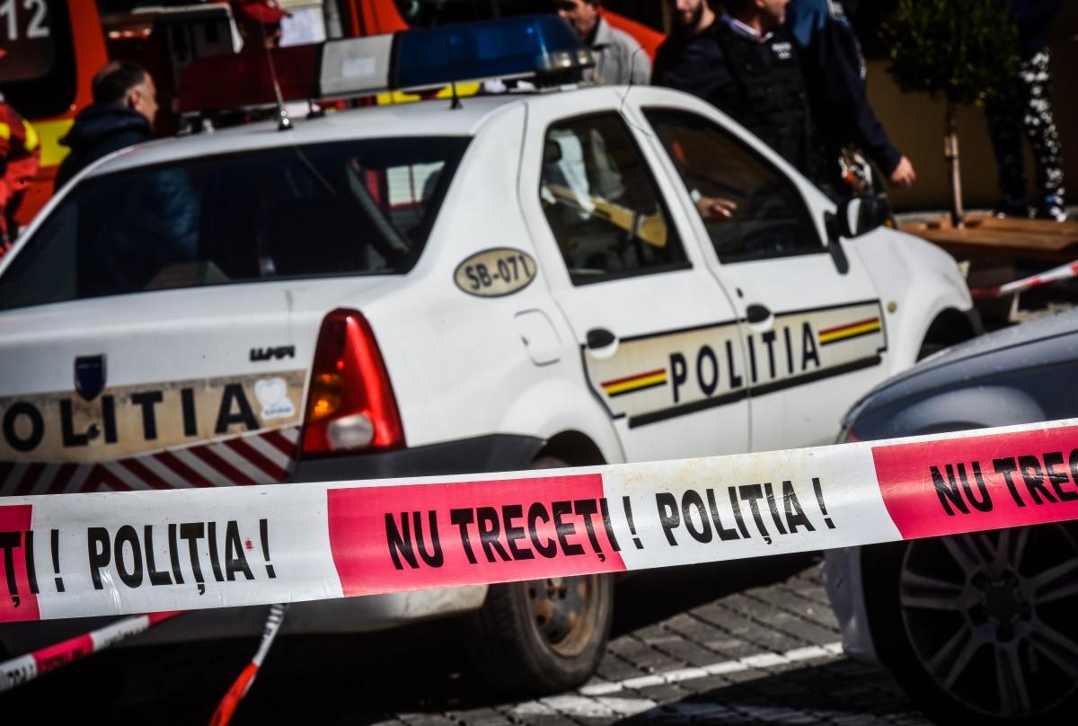 Apeluri false la 112: Polițiștii din Sibiu și Brașov, duși în eroare de o femeie care a furat un portmoneu