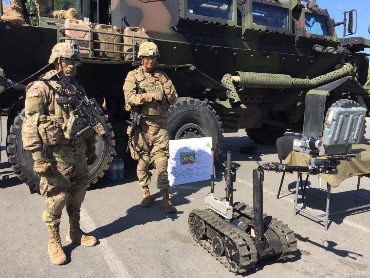 Foto-Video | Au venit americanii la Sala Transilvania. Armata SUAîși prezintă dotările militare