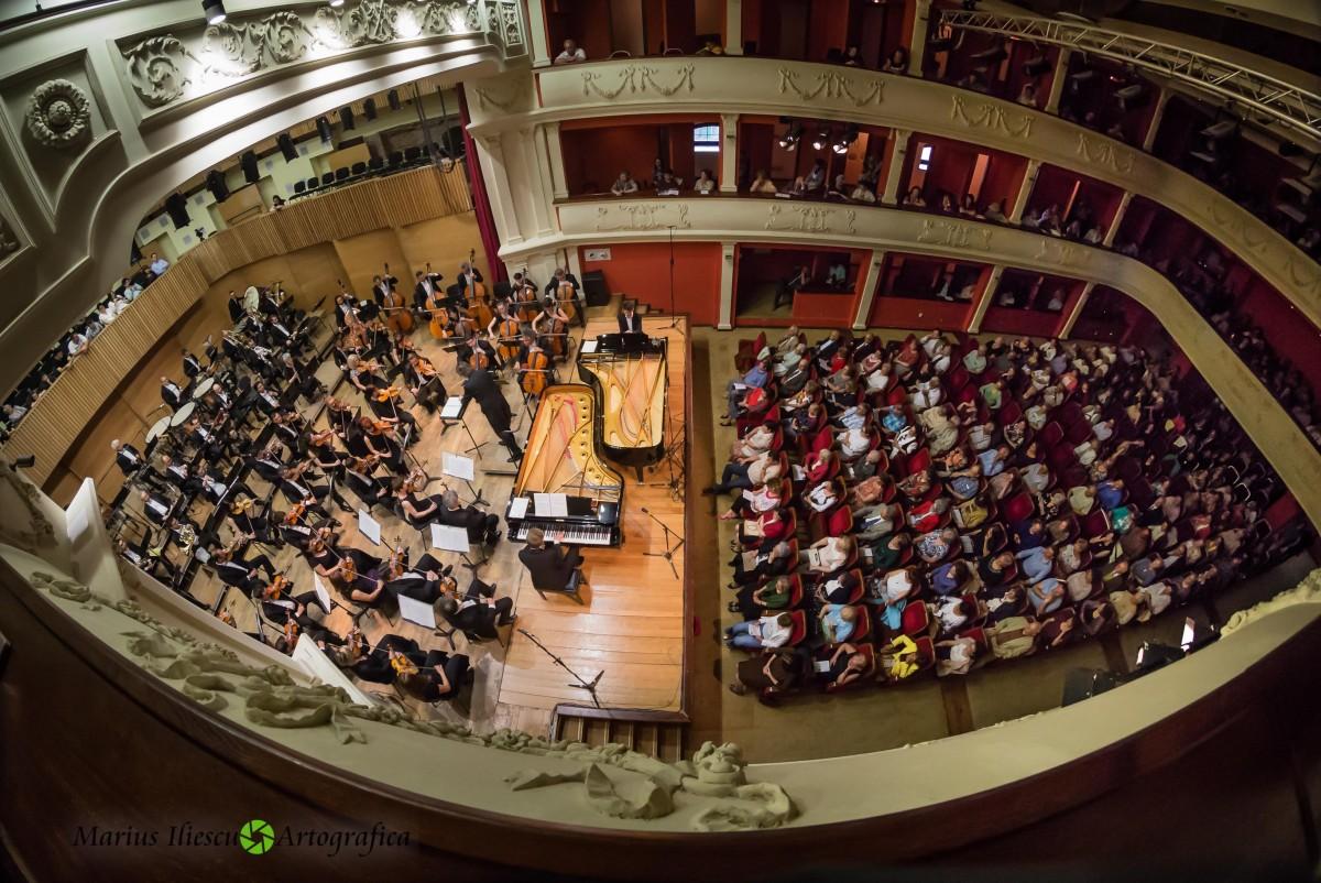 Muzica simfonică se intersectează cu fotbalul, la Sala Thalia