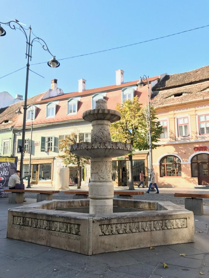 Încă un brad de Crăciun în centrul Sibiului. Dar altfel…
