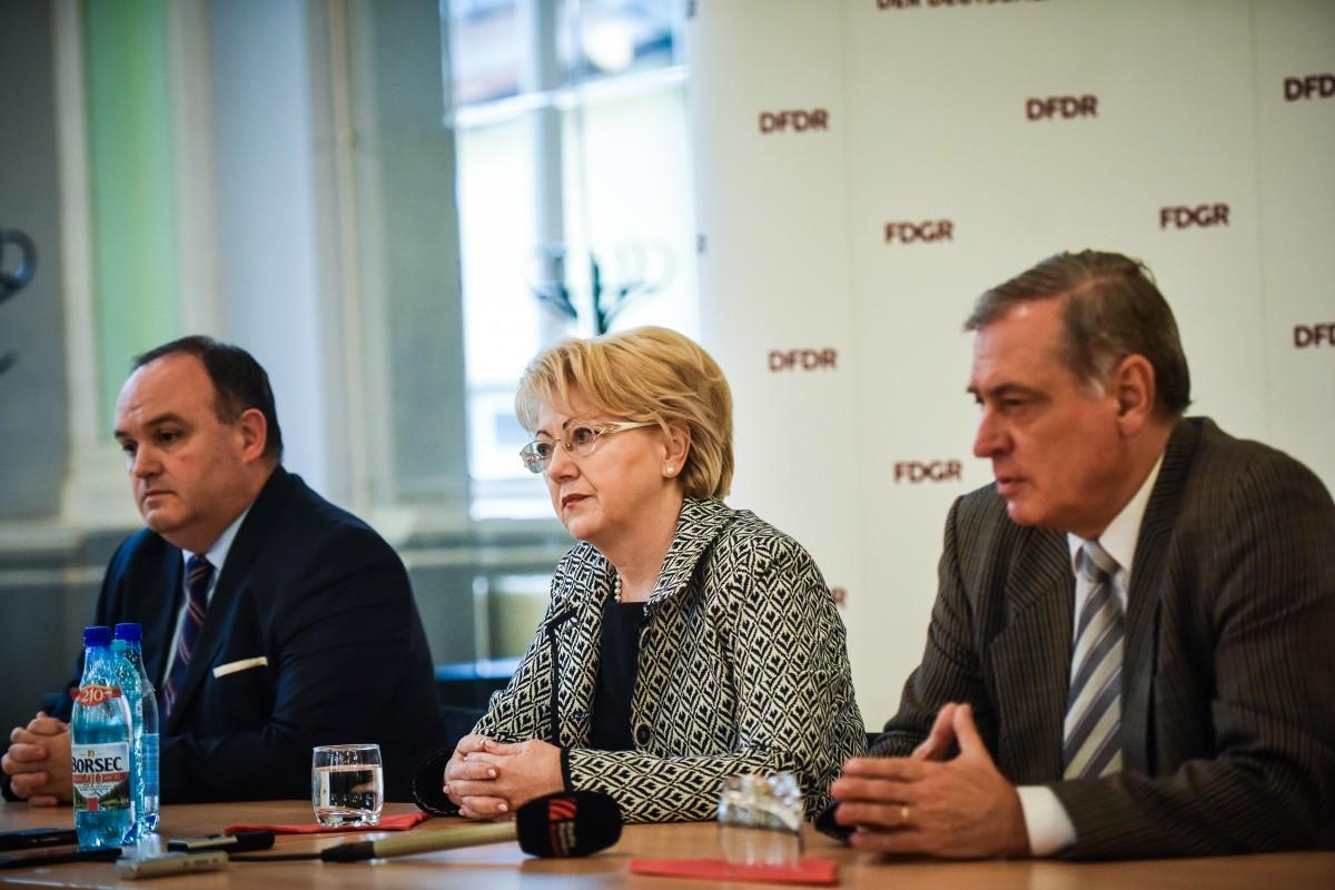 """FDGR ia atitudine: Există 11 decizii de retrocedare din 136 de cereri. """"Etnicii germani din România sunt cetăţeni loiali ai ţării"""""""