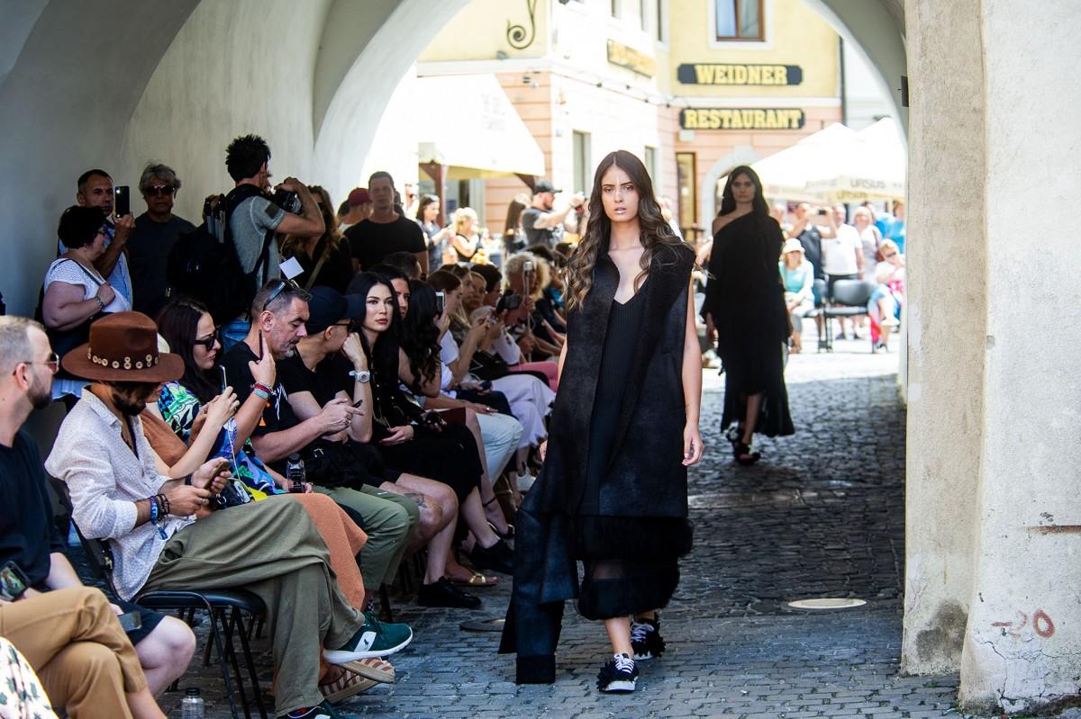 """Feeric Fashion Week reduce poluarea: """"Moda e pe locul doi între cele mai poluatoare industrii"""""""