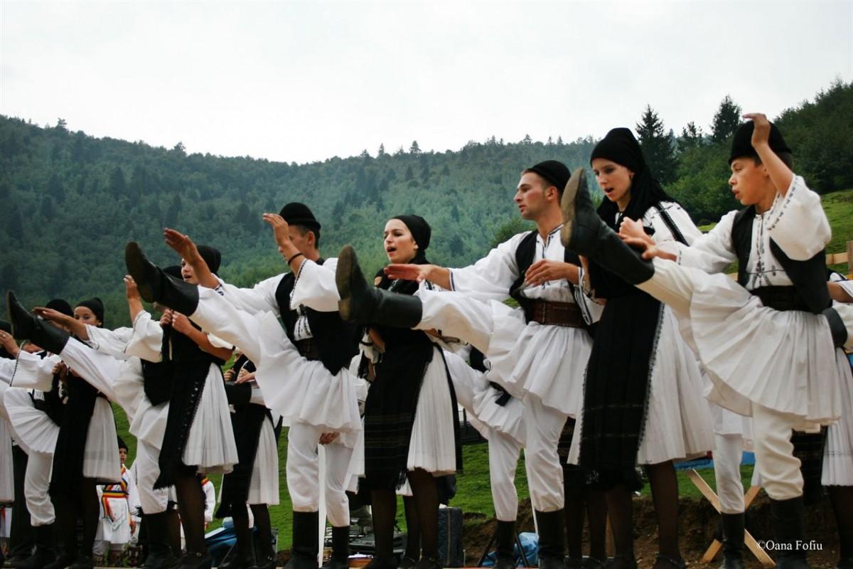 """Joc și voie bună la Festivalul """"Sus pe muntele din Jina"""""""