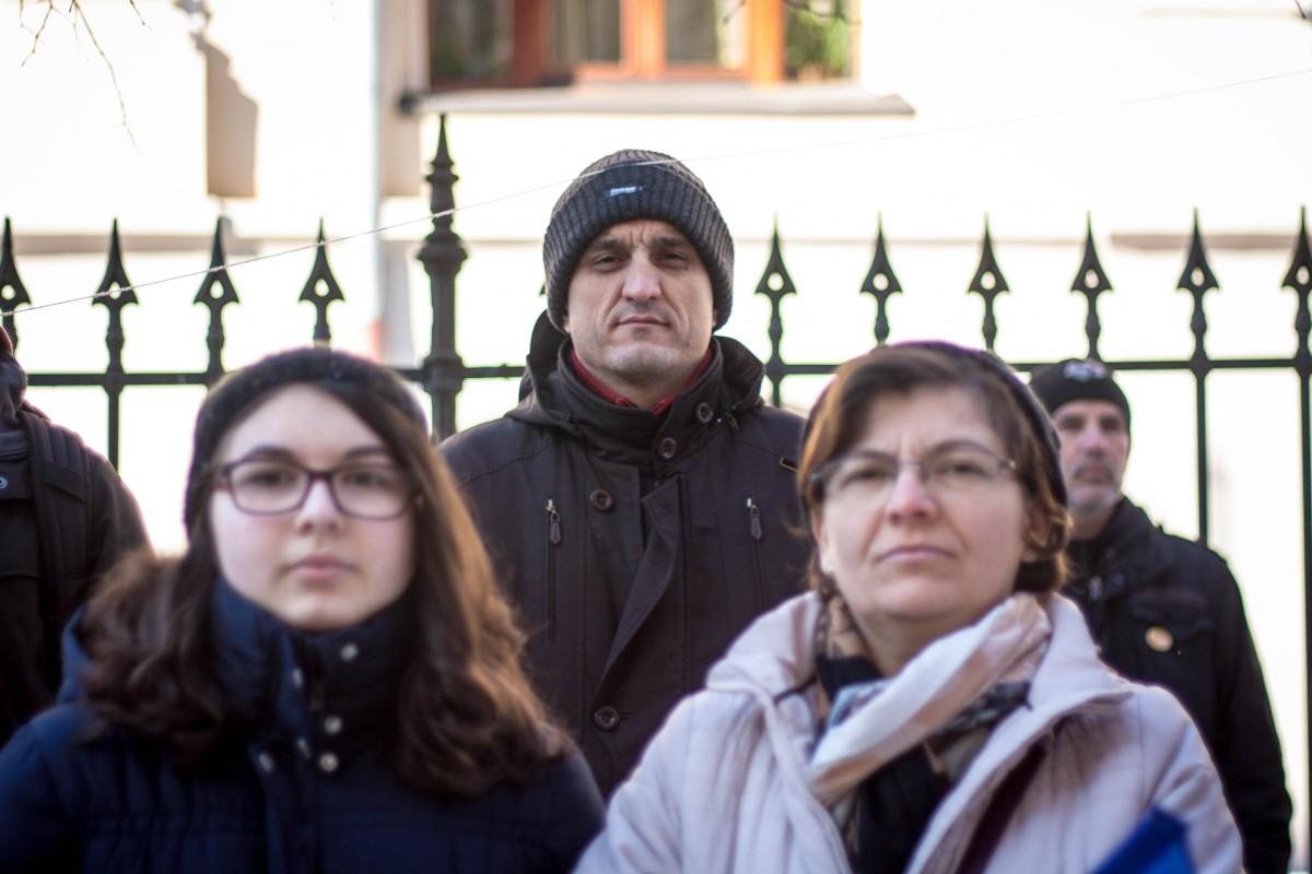 Fostul prefect al Sibiului, la flashmob-ul din fața sediului PSD