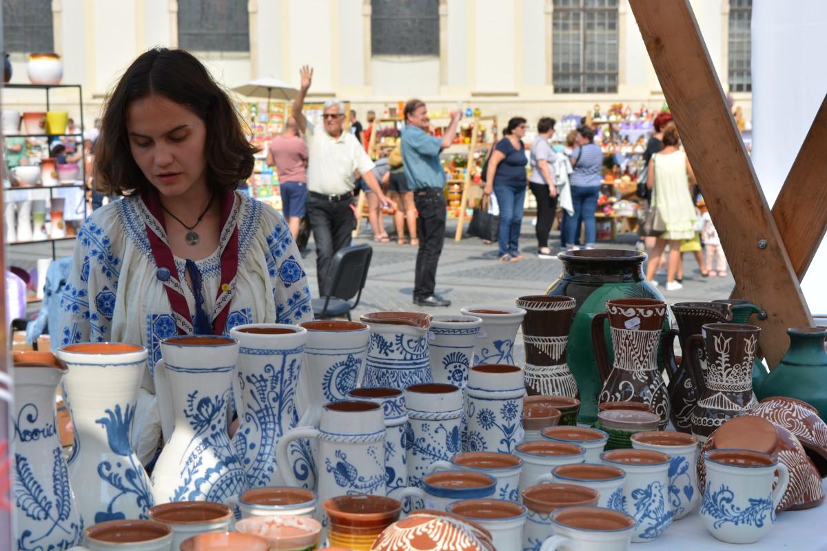 Peste o sută de meșteri vin la Târgul Olarilor din Piața Mare
