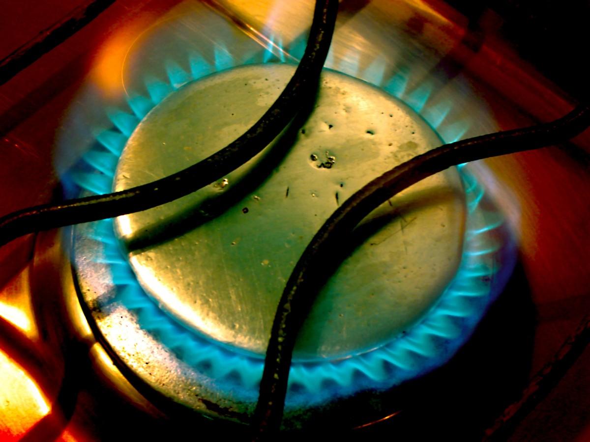 Gazul se scumpește începând de mâine cu aproape 6%