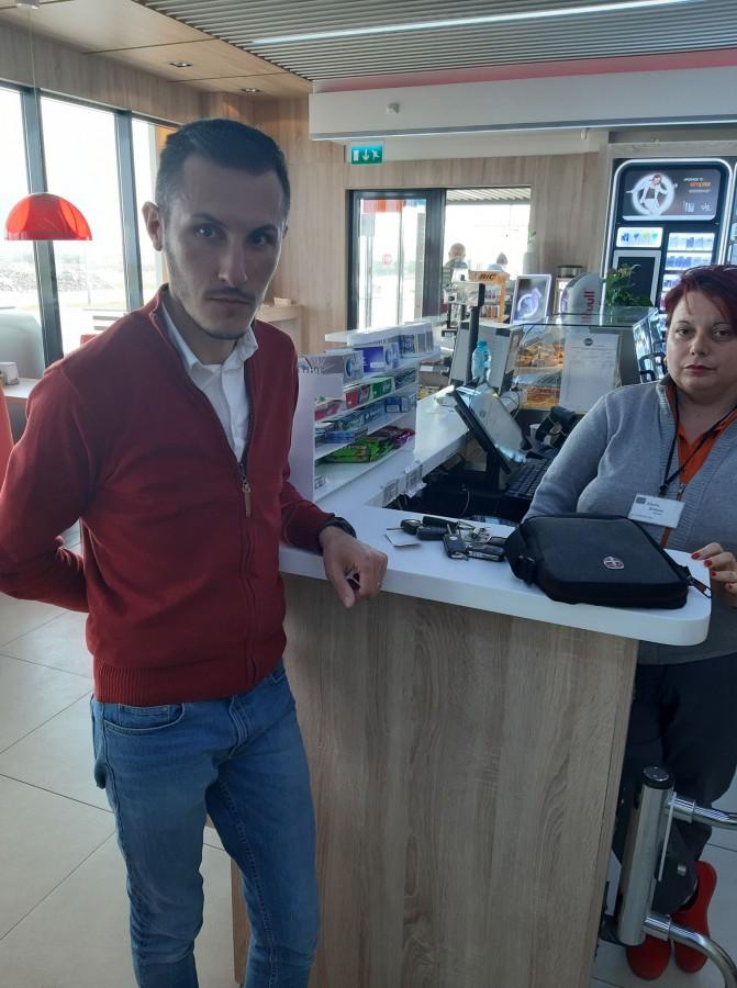 """Un sibian a găsit o geantă cu bani într-o benzinărie din Făgăraș. """"Erau mulți bani, euro"""""""