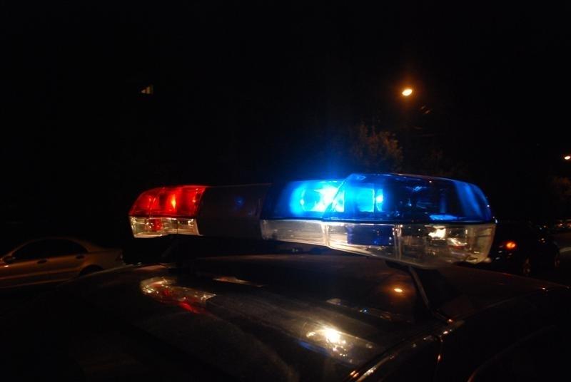 Distracția la sat: Un tânăr de 18 ani, băut, s-a oprit cu mașina într-un copac