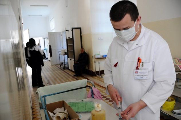 Ședință la Comitetul pentru Situații de Urgență din cauza gripei porcine: se vor lua măsuri speciale pentru bolnavi, aparținători și școlari