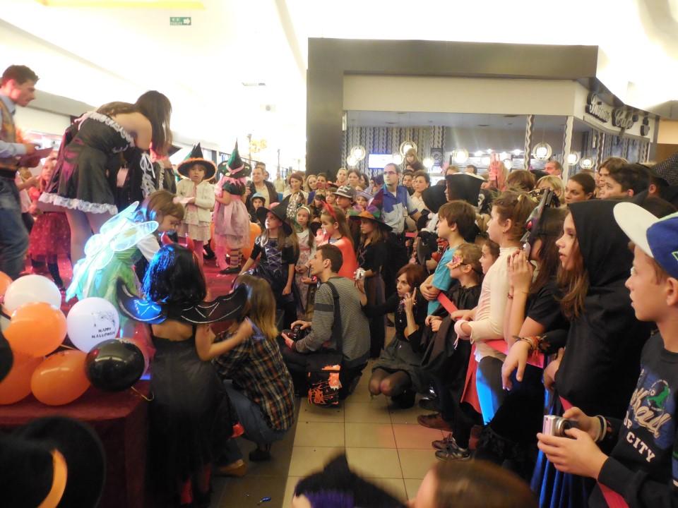 Halloween-ul își găsește loc și anul acesta prin Sibiu: la teatru pentru cei mici, la baruri pentru cei mari
