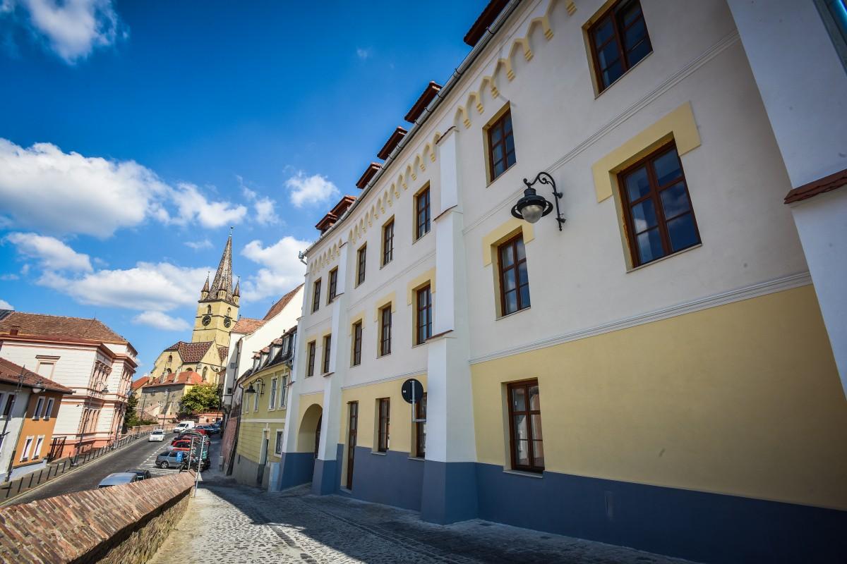 Un nou hotel, în centrul istoric al Sibiului. Cu dosar penal, înainte de deschidere