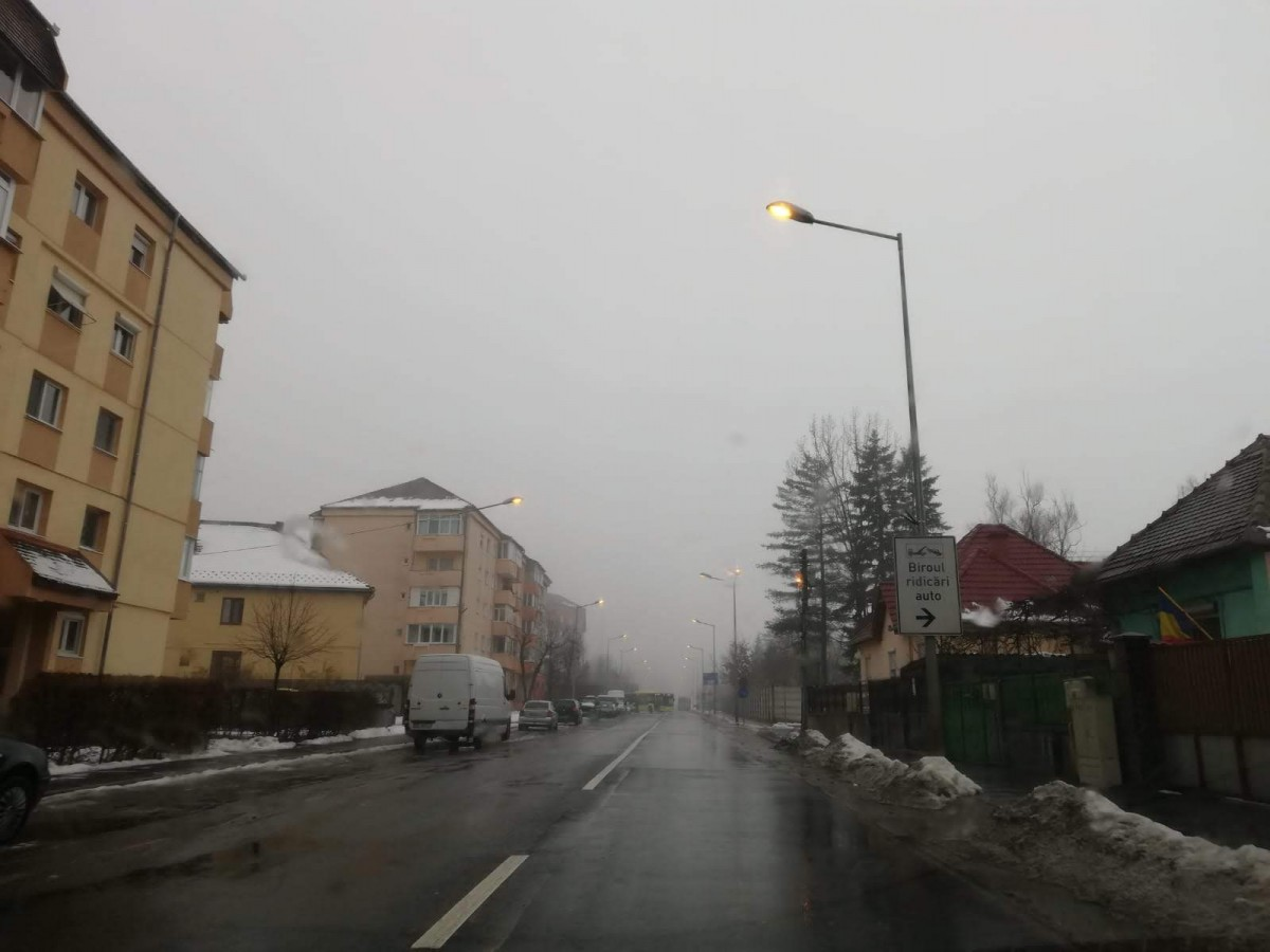 Foto-Video | Pe Poplăcii, iluminatul stradal este aprins zi noapte. Cine platește?