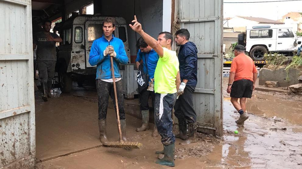 Lider în clasamentul ATP, Rafael Nadal s-a oferit voluntar să curețe după inundațiile din Spania