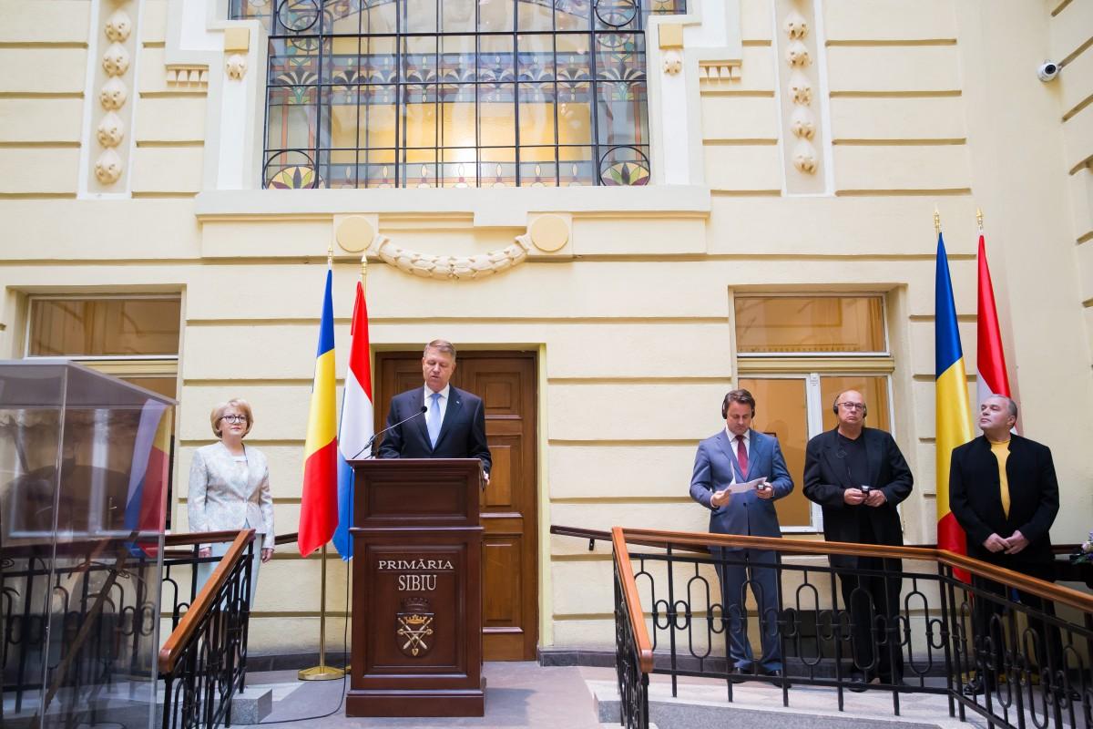 FOTO-VIDEO Președintele Iohannis și premierul Luxemburgului, Xavier Bettel, aniversează la Sibiu 10 ani de la Capitala Culturală