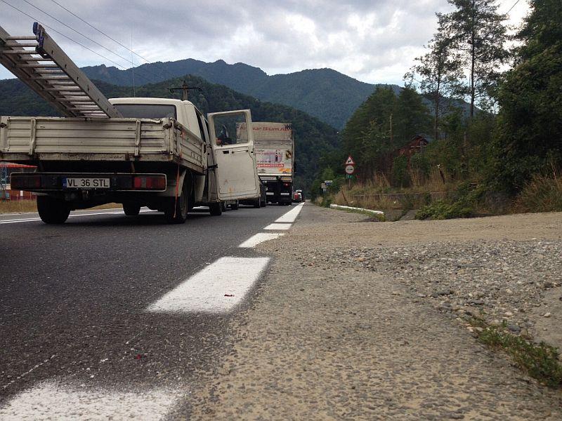 Trafic deviat pe Valea Oltului, pentru asfaltarea unei gropi