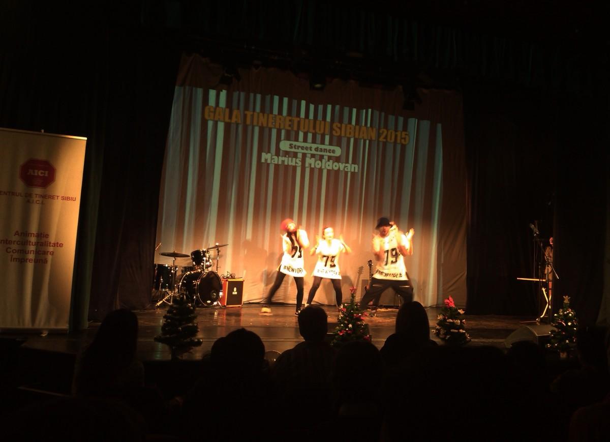 Teatru, dans şi muzică, la Gala Tineretului Sibian. Direcţia Judeţeană pentru Sport şi Tineret şi-a decernat premiile, într-o atmosferă destinsă