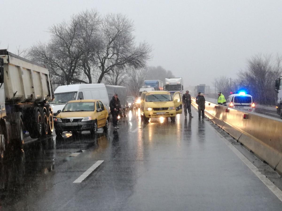 FOTO - Accident pe DN1, la Veștem. Traficul este îngreunat
