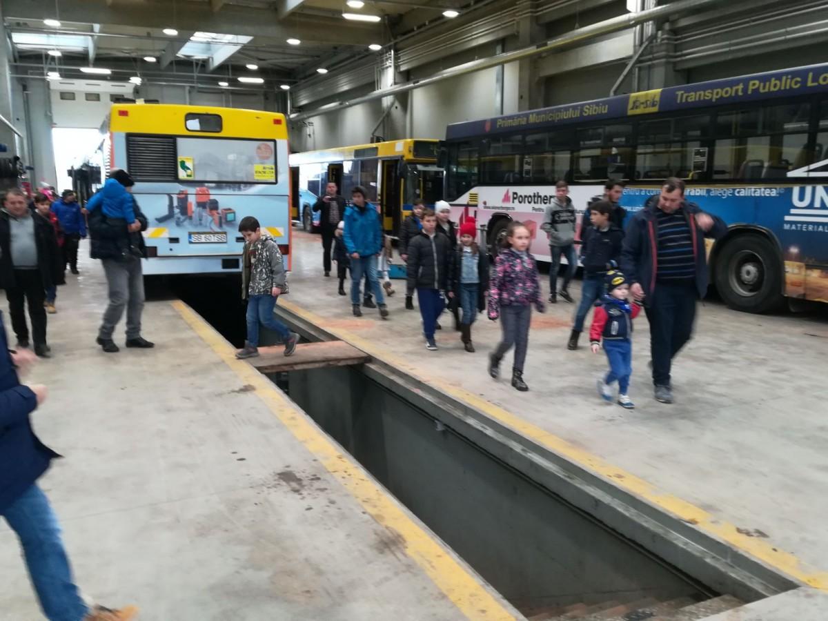 Foto-Angajații Tursib au mers la serviciu alături de copii