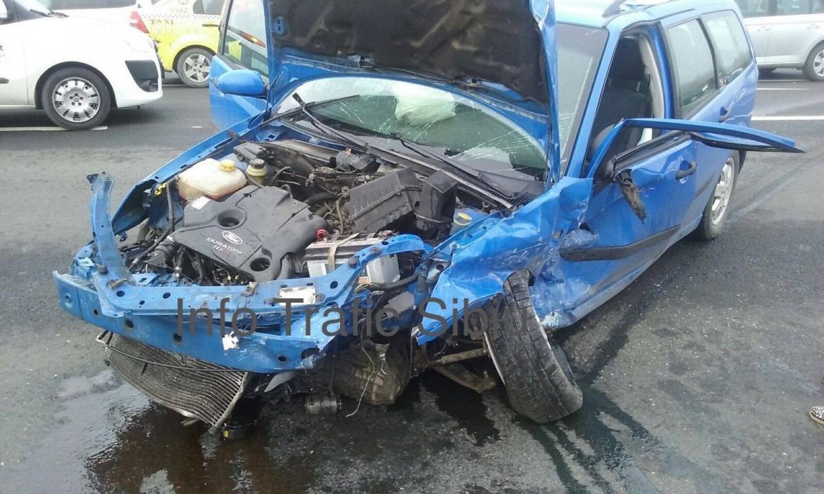 ACTUALIZARE -Grav accident la intersecția DN1 cu DJ 106 spre Cisnădie. Cinci victime au ajuns la spital