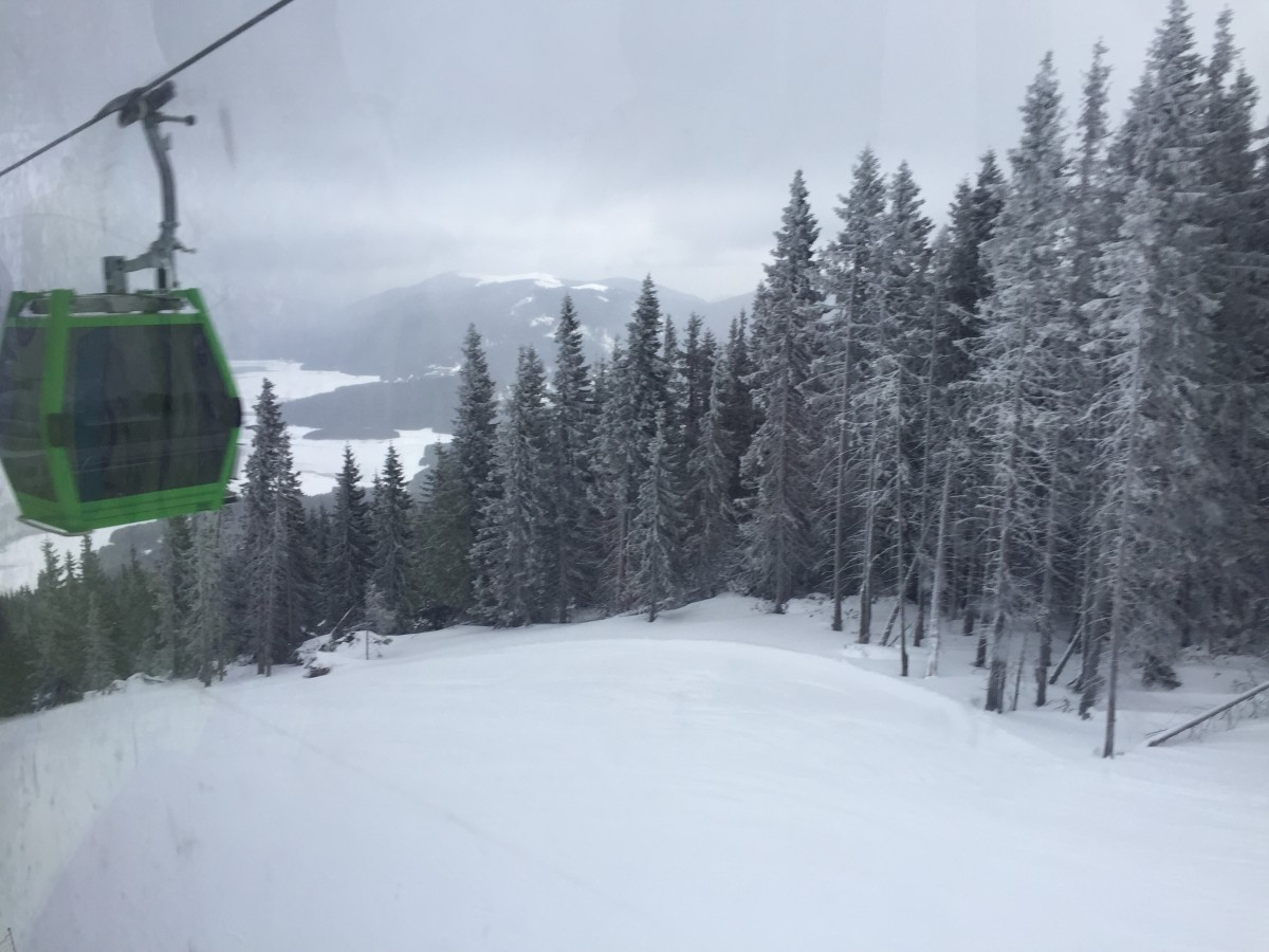 FOTO VIDEO Pârtie de schi nouă, la trei ore de Sibiu. S-a deschis Ski Resort Transalpina