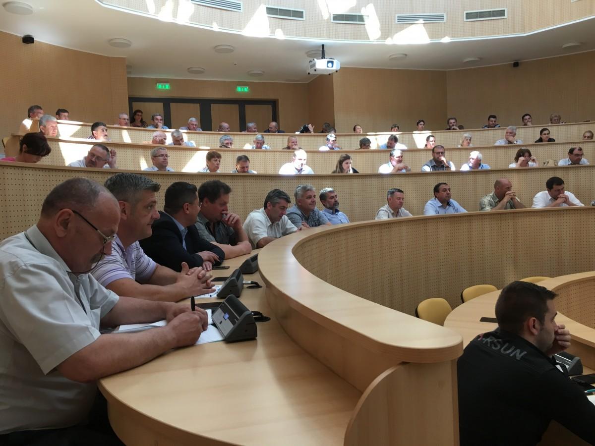 Ședință cu primarii la Consiliul Județean. Colaborare pentru dezvoltarea județului