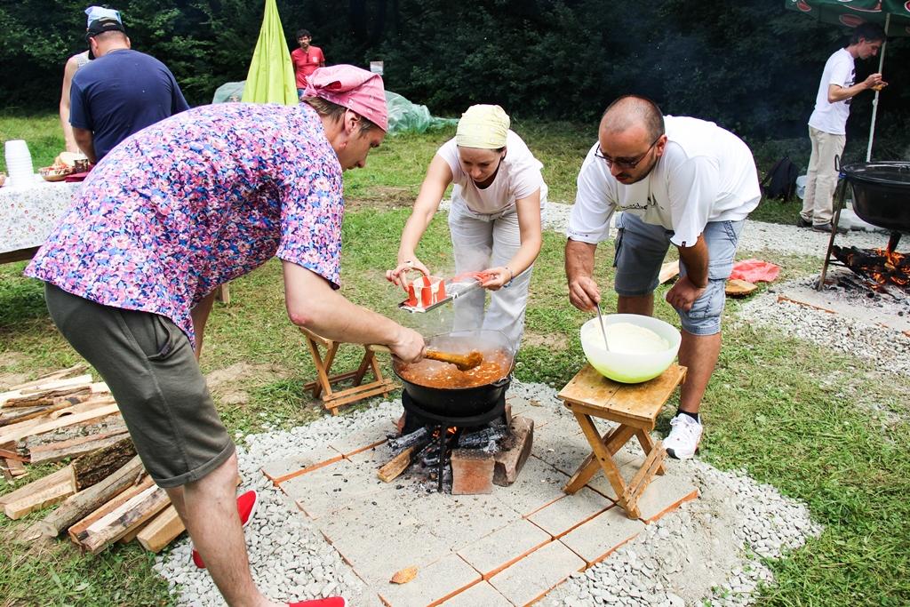S-a dat startul înscrierilor la concursul de gătit gulyas. Locuri limitate