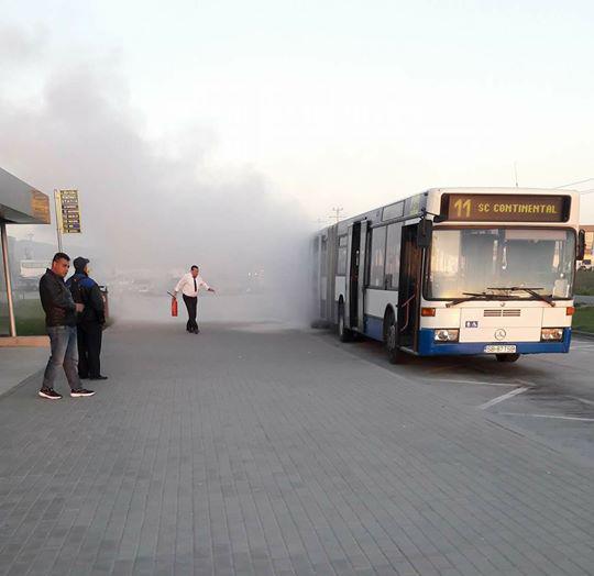 Un autobuz Tursib a luat foc