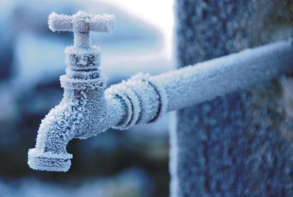Sfaturile celor de la Apă-Canal pentru a nu vă îngheța apa înainte de a ajunge la robinet