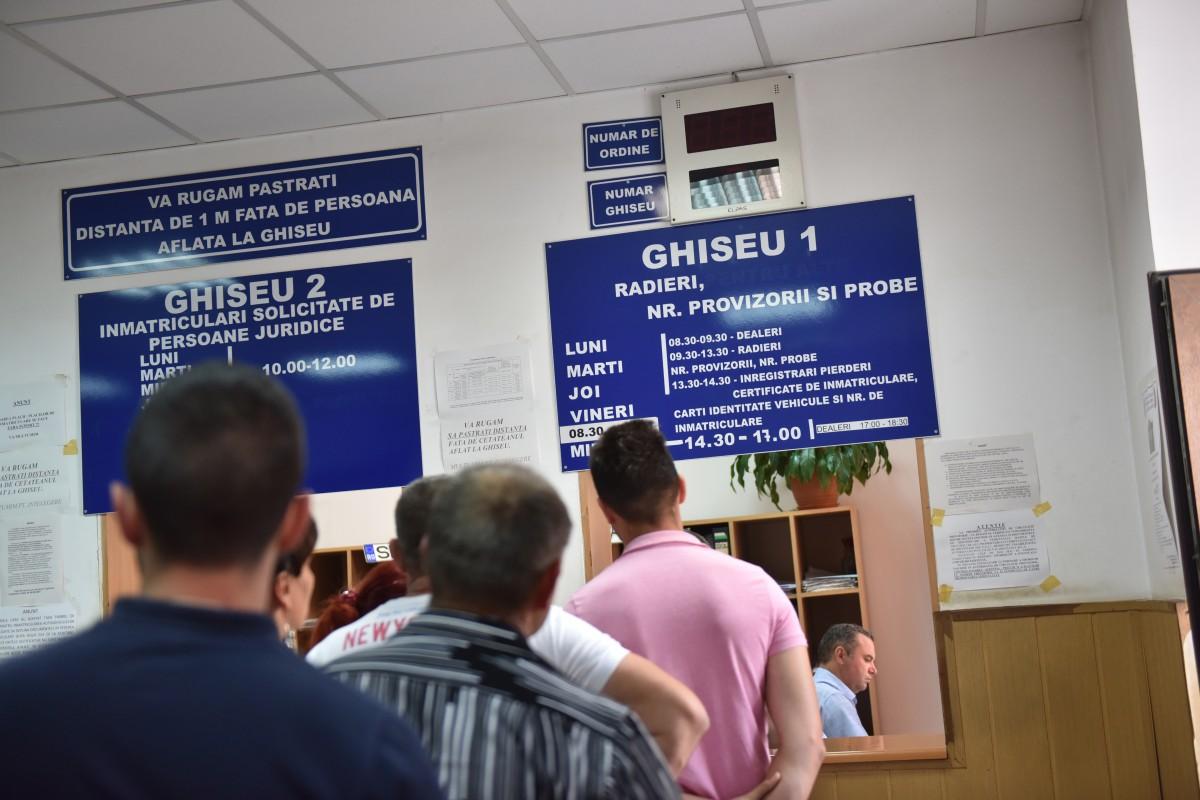 GRAFIC Numărul mașinilor înmatriculate în județul Sibiu în ultimii 10 ani:comparație cu județele învecinate