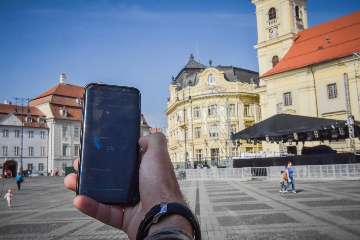 """Am testat internetul """"oferit gratis"""" în centrul Sibiului. Depinde de piață"""