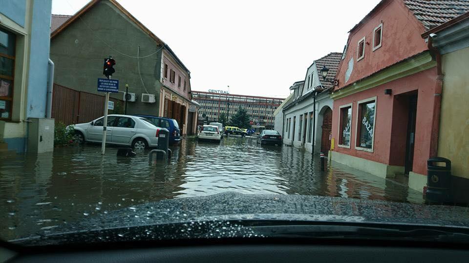 Mediaș: cele mai ample inundații din ultimii 25 de ani în centrul orașului   Foto