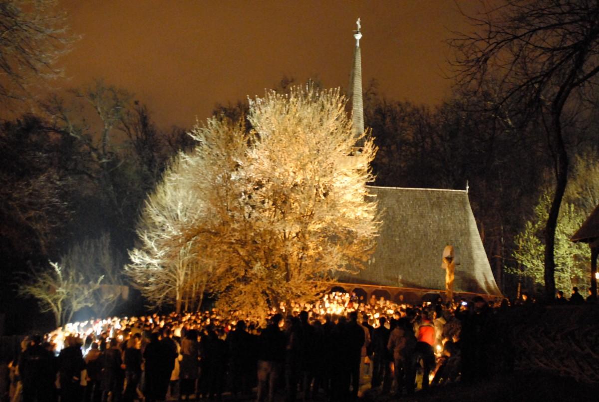 Slujba de Înviere în Dumbrava Sibiului. Tursib suplimentează autobuzele la noapte