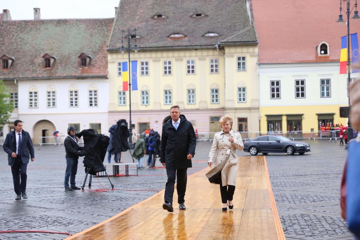 FOTO Iohannis, în inspecție la Sibiu înainte de Summitul UE