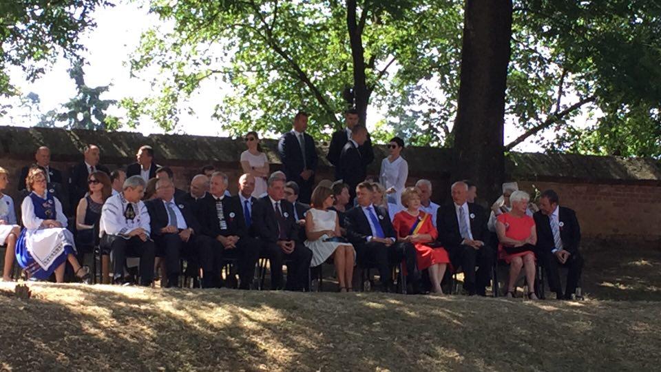 VIDEO LIVE Președintele Klaus Iohannis primit cu aplauze la Întâlnirea Sașilor