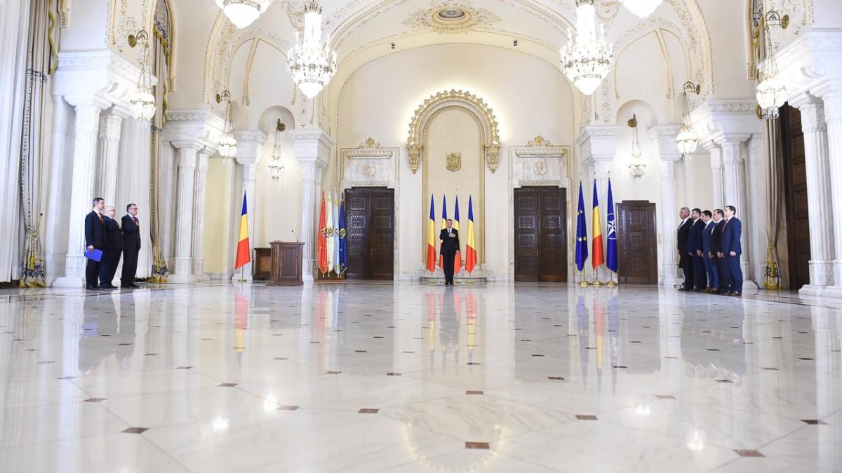 Noii miniştri au depus jurământul în absenţa lui Liviu Dragnea şi Călin Popescu-Tăriceanu