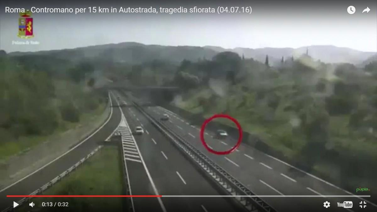 VIDEO. Șofer român oprit de poliție, după ce a condus 15 km în sens invers pe o autostradă din Italia