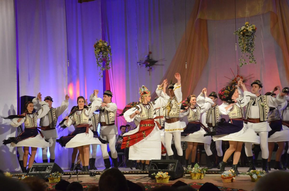 Junii Sibiului au dansat pentru prima dată în statul Qatar