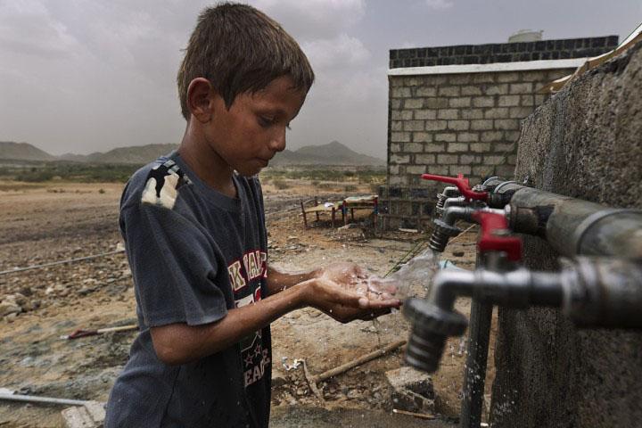 Legătura directă dintre Cornățel, Ghana și Madagascar. Copiii din lumea a treia beau apă nepotabilă