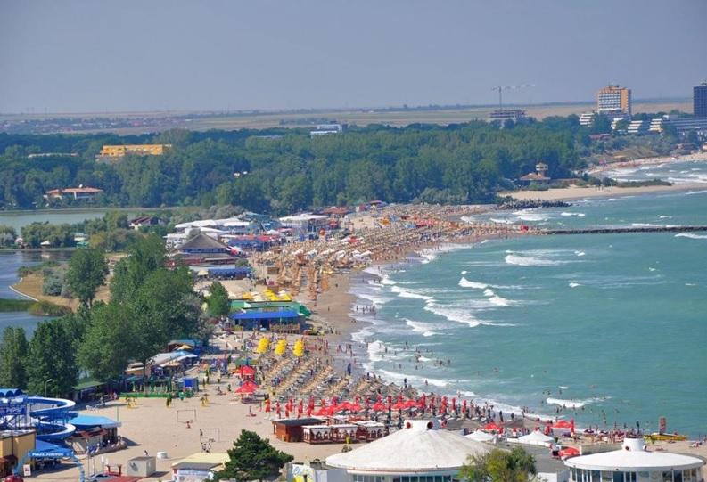 Zece hoteluri de pe litoral au rămas fără