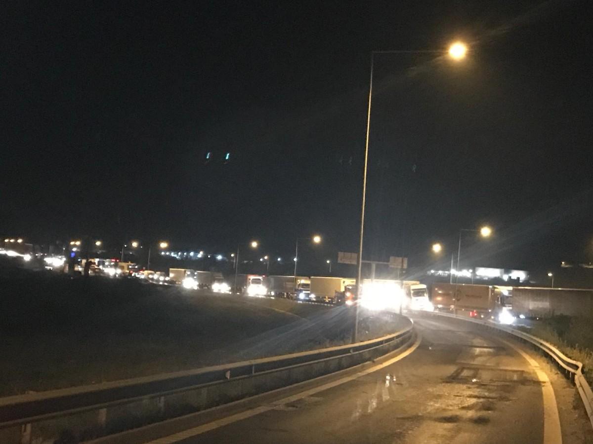 Actualizare. Coloane de mașini pe DN 1, din cauza lucrărilor de pe autostrada A 1 | foto video