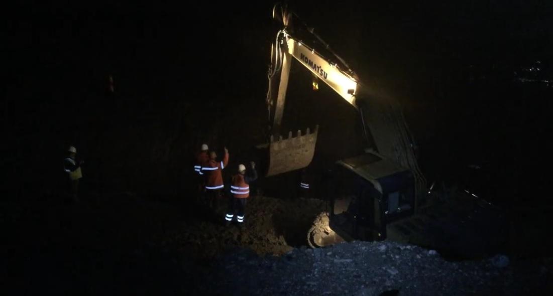 La autostrada demolată au început să lucreze și noaptea | Video