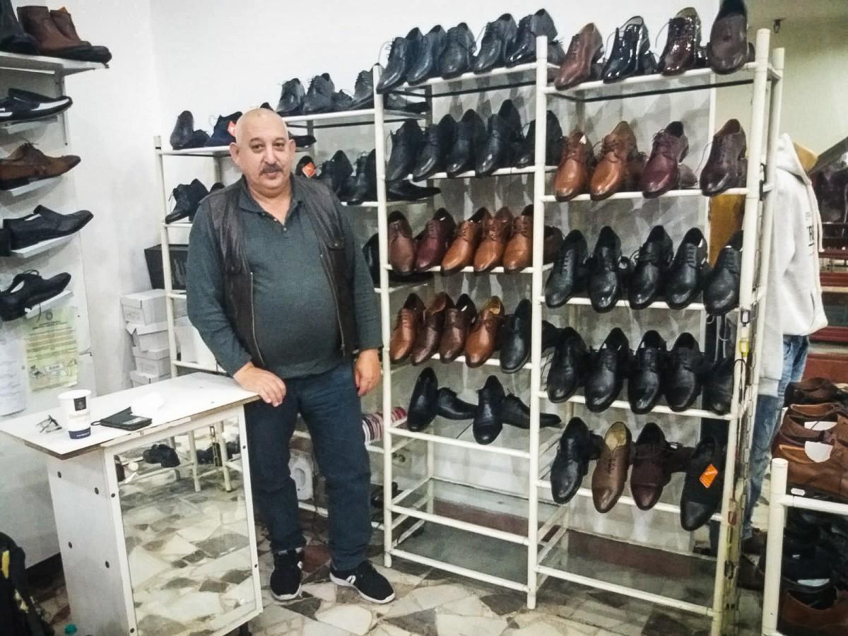 """Vânzător în Dumbrava, de 40 de ani: """"Nu e vânzare, m-ați prins aici aproape să adorm"""""""