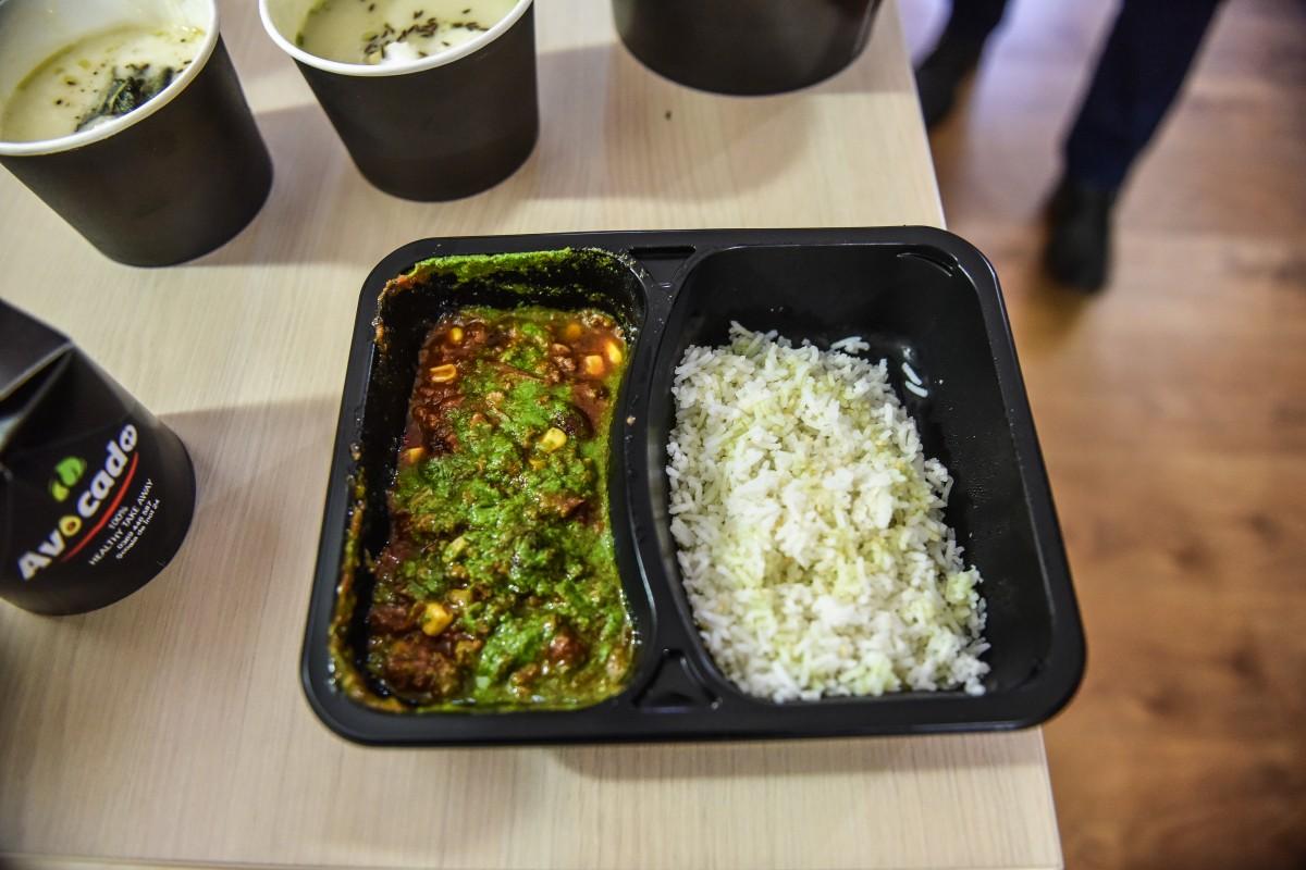 Sibienii sunt pe locul 3 în țară la comandat mâncare de pe internet