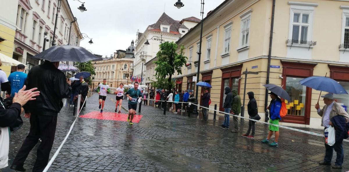 """Sibiul a alergat pe ploaie la Maraton: """"este momentul în care simți puterea comunității"""""""
